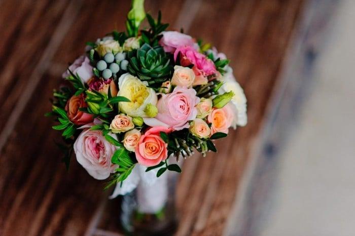 5 Astuces pour faire tenir vos fleurs en vase plus longtemps