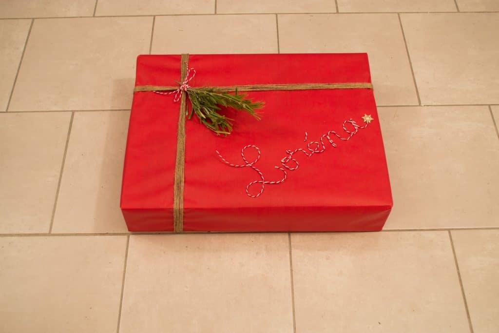 cadeau avec prénom en ficelle